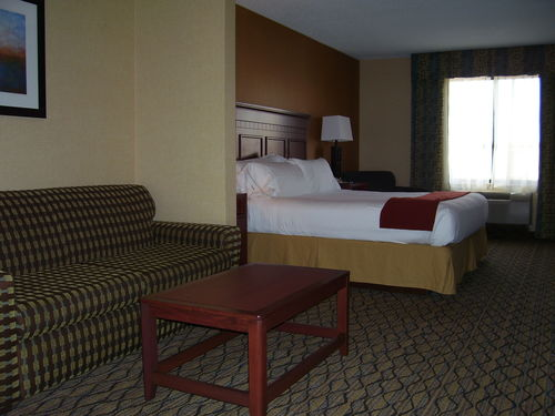 HOLIDAY INN EXPRESS BELLEVILLE NEAR DETROIT AIRPORT (DTW)
